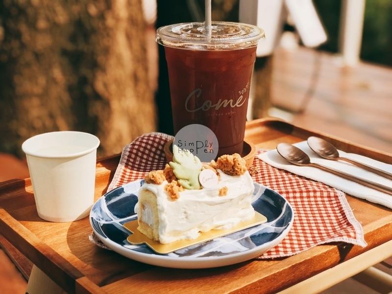 Come Escape Cafe คาเฟ่ร้านกาแฟร้านอาหารถนนราชพฤกษ์ ใกล้ BTS บางหว้า  เมนูที่สั่งวันนี้ เค้กมะพร้าว coconut cake อเมริกาโน่เย็น