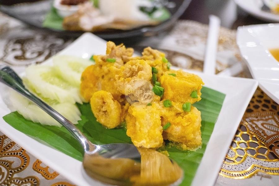 kannika garden @บ้านสวนปรีดา ศาลายา ปลาหมึกผัดไข่เค็ม อร่อยมาก