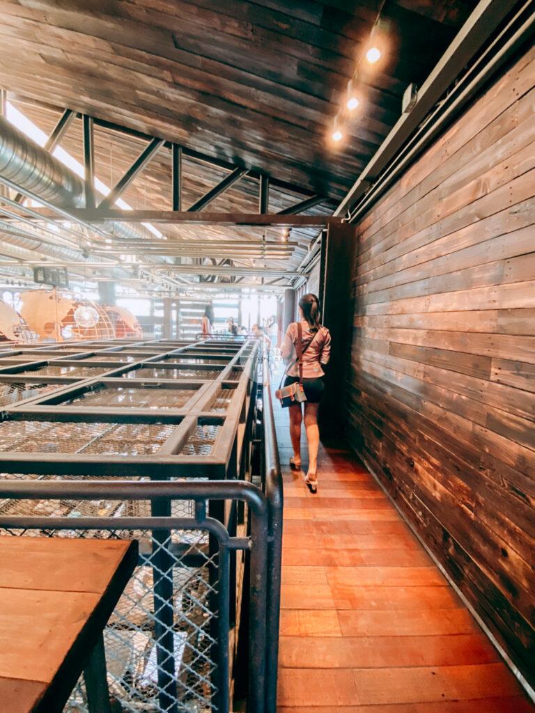 NANA Hunter Coffee Roasters ร้านกาแฟและโรงคั่วเมล็ดกาแฟสุดชิค ย่านตลิ่งชัน ถ.พรานนก-พุทธมณฑลสาย 4 ร้านกาแฟนานา บรรยากาศในร้าน ชั้นลอย