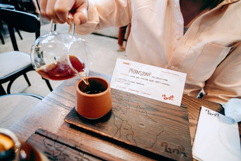 NANA Hunter Coffee Roasters ร้านกาแฟและโรงคั่วเมล็ดกาแฟสุดชิค ย่านตลิ่งชัน ถ.พรานนก-พุทธมณฑลสาย 4 ร้านกาแฟนานา เมล็ดกาแฟ moonstone สกัดด้วย syphon