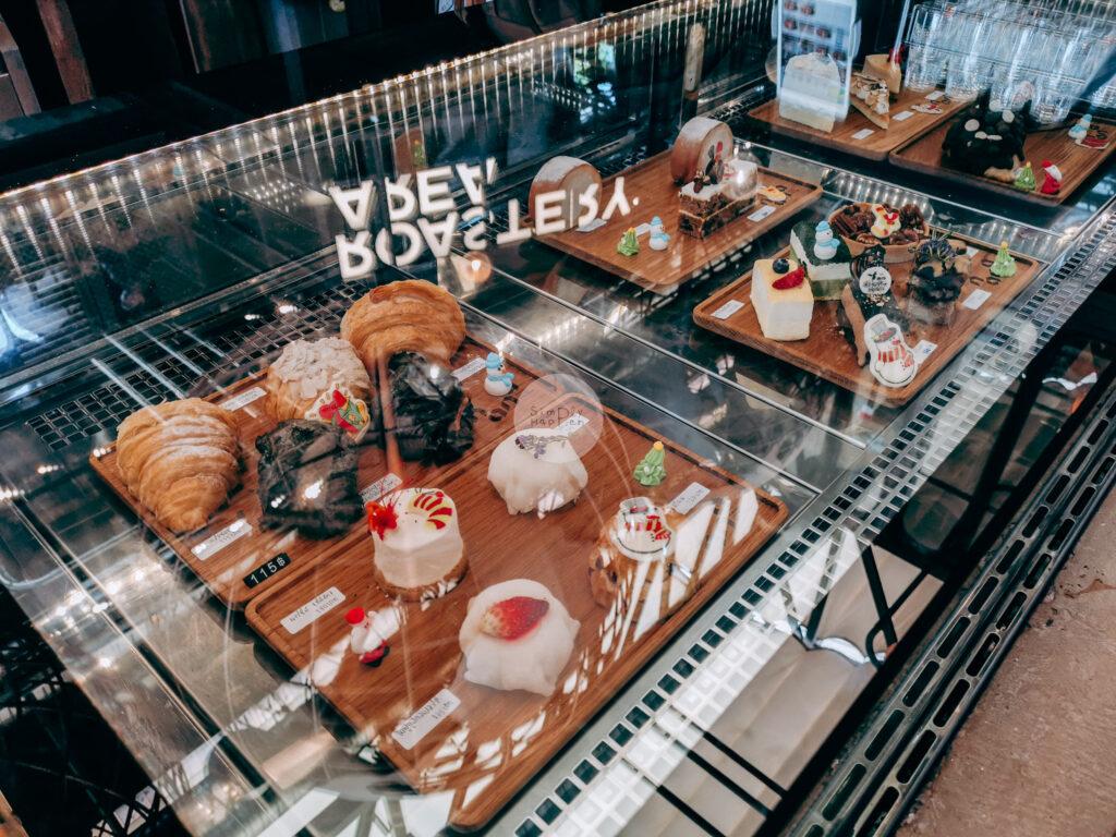 NANA Hunter Coffee Roasters ร้านกาแฟและโรงคั่วเมล็ดกาแฟสุดชิค ย่านตลิ่งชัน ถ.พรานนก-พุทธมณฑลสาย 4 ร้านกาแฟนานา  ตู้ขนมหวาน